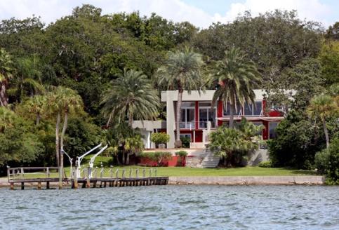 What_s going on 7 John Travoltas Anwesen Tampa Bay Times